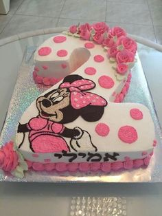 If you are currently in the middle of organizing your little one's birthday party, feel free to pick a Minnie Mouse cake to surprise them with. Minnie Mouse Cake Decorations, Minnie Mouse Cupcake Cake, Minni Mouse Cake, Bolo Minnie, Minnie Mouse Birthday Cakes, 2 Birthday Cake, Minnie Mouse Party, Mickey Birthday, Birthday Ideas