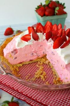 An amazing strawberry cream pie recipe! This No Bake Creamy Strawberry pie is made with fresh strawberries, cream cheese and a Golden OREO crust. Strawberry Cream Pies, Strawberry Dessert Recipes, Stawberry Pie, Strawberry Cheesecake Recipe Easy No Bake, Strawberry Jello Pie, Strawberry Summer, Cheesecake Bites, Baked Strawberries, Strawberries And Cream