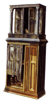 Armario de madera con lararium encontrado en Herculano (Italia) #roma #armario