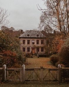 A place to share beautiful images of interior design, residential architecture and occasional other. Beautiful Homes, Beautiful Places, Beautiful Pictures, Autumn Aesthetic, Of Wallpaper, Autumn Inspiration, Garden Inspiration, Old Houses, My Dream Home