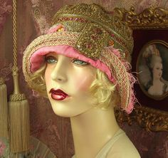 1920'S STYLE VINTAGE PINK & GOLD BEADED JEWEL BUCKLE FEATHER CLOCHE FLAPPER HAT