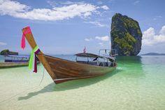 Pitkähäntävene vie Krabin lähisaarille. #KohPoda #Thailand Ao Nang, Krabi, Phuket, Outdoor Furniture, Outdoor Decor, Hammock, Thailand, Hammocks, Hammock Bed