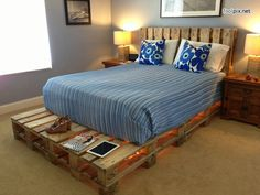 Inspiring Amazing DIY Pallet Bed Ideas For All Bedrooms 10 Amazing DIY Palette Bed Ideas For All Bedrooms & this time we will discuss DIY pallet beds. Maybe you are bored with your bed? Wooden Pallet Beds, Wooden Pallet Crafts, Diy Pallet Bed, Diy Pallet Furniture, Painted Furniture, Pallet Ideas, Rustic Furniture, Pallet Projects, Diy Projects