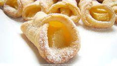 PotrawyRegionalne: ROŻKI MAŚLANO SEROWE Z JABŁKAMI Polish Recipes, Polish Food, Desserts To Make, Food And Drink, Menu, Peach, Candy, Cookies, Fruit