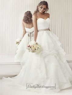 Elegant Sweetheart A-line Ruched Wedding Dresses with Layered Skirt