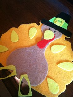Felt Turkeys for kids craft on Thanksgiving