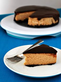 """Creamy peanut butter cheesecake is layered over an Oreo crust and topped with rich nutella ganache! I love cheesecake. If I had to pick something to call my """"signature dish,& Vegan Dessert Recipes, Just Desserts, Delicious Desserts, Yummy Food, Nutella Recipes, Peanut Butter Desserts, Peanut Butter Cheesecake, Nutella Ganache, Whipped Ganache"""
