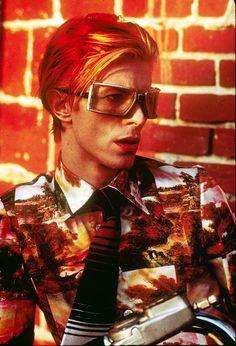 "miss-vanilla: David Bowie, 1976 by Steve Schapiro. - miss-vanilla: ""David Bowie, 1976 by Steve Schapiro. Angela Bowie, Freddie Mercury, Rock And Roll, Pop Rock, Anthony Kiedis, Joe Cocker, Beatles, Duncan Jones, Photo Star"