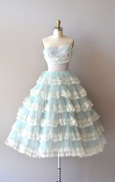 Vintage style short prom dress with lace tiered skirt – jojo shop 50s Prom Dresses, Ice Dresses, Pretty Dresses, Beautiful Dresses, Prom Gowns, 1950s Prom Dress, 1920s Dress, Maxi Dresses, Girls Dresses