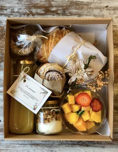 Picnic Box, Picnic Date, Breakfast Basket, Graze Box, Food Gift Baskets, Charcuterie And Cheese Board, Snack Box, Picnic Foods, Catering