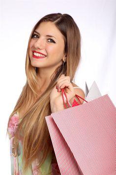 Att shoppa tycker många är kul. Men visste du att nya kläder innehåller gifter?