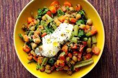 Sie begleiten Grillgut und sättigen als leichter Sommer-Lunch. Tipps für Salate jenseits von Kartoffel, Mais und Tomate.