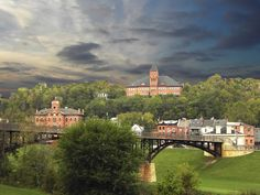 Galena, Illinois ... a great place to take a weekend or 2-3 day trip.  We visited and it has history, shopping, beautiful!  Did you know it was almost the capital of Illinois?  :)