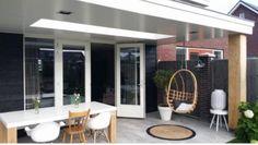 Afbeeldingsresultaat voor veranda aanbouw met lichtkoepels House Plants Decor, Plant Decor, Garden Veranda Ideas, Timber Roof, Getaway Cabins, Backyard, Patio, Sun Shade, Garden Inspiration