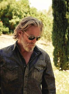 Gray Haired and Handsome, Jeff Bridges. Older Mens Hairstyles, Haircuts For Men, Stylish Hairstyles, Latest Hairstyles, Hair And Beard Styles, Long Hair Styles, Black Denim Shirt, Jeff Bridges, Grey Beards