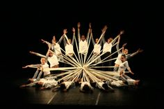 Tudo sobre dança! Ballet, Jazz, Hip Hop, Contemporâneo, Figurino, Saúde, Bailarina, Coreógrafo, Artes, Cultura, Linguagem, Cinesiologia Show Dance, Dance Art, Just Dance, Dance Photos, Dance Pictures, Praise Dance Wear, Dance Rooms, Dance Project, Kid Ink