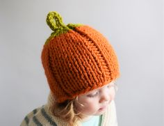 This chunky pumpkin hat is the perfect fall accessory for fun autumn activities like apple picking, corn mazes, and hayrides. Make it with Lion Brand Wool-Ease Thick & Quick!