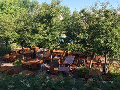 Le restaurant-terrasseNapa grill est situé dans le superbejardin de l'hôtelBonne Entente, la cuisine est à l'extérieur,et selon l'emplacement de la table, on peutvoirles viandes et poissons s…
