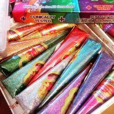 Хна с блестками (глиттер) для мехенди индийского производителя Golecha. Используется для временного украшения тела на праздники, вечеринки, свадьбу, церемонию, фотосессии.