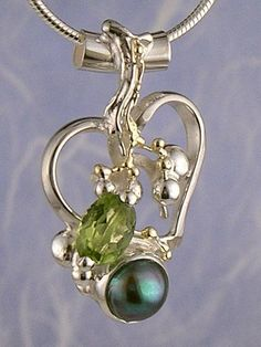 Pendant 6734, fine craft, Gregory Pyra Piro handmade heart pendant, in solid gold and sterling silver, peridot, pearl