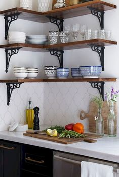 A Modern Moroccan Kitchen – diy kitchen decor ideas Home Decor Kitchen, Kitchen Interior, Home Kitchens, Diy Home Decor, Apartment Kitchen, Apartment Hacks, Handmade Home Decor, Kitchen Tiles, Kitchen Layout