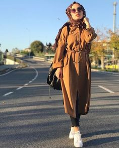 Trench coats with hijabi styling ideas – Just Trendy Girls - Pay Fashion Best Modern Hijab Fashion, Street Hijab Fashion, Islamic Fashion, Muslim Fashion, Modest Fashion, Emo Fashion, Style Fashion, Fashion Dresses, Hijab Elegante