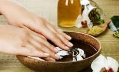 Nail Care Tips for healthy nails and beautiful hands Manicure Y Pedicure, Nail Spa, Manicure Types, Cracked Fingertips, Beauty Care, Beauty Hacks, Beauty Tips, Dry Cracked Hands, Home Spray