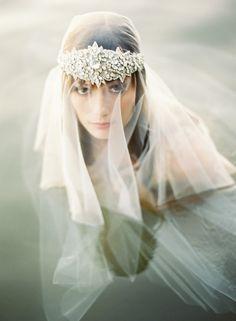 Dreamy wedding veil - Wedding look Bridal Headpieces, Bridal Hair, Wedding Veils, Wedding Dresses, Wedding Headdress, Pelo Vintage, Portrait Studio, Dream Wedding, Wedding Day
