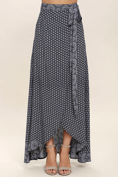 Keep things easy breezy and carefree with the Lighthearted Navy Blue Print Wrap Maxi Skirt! A navy blue and ivory floral-meets-paisley print travels across lightweight woven fabric as it falls from a tying waist into a breezy wrap skirt. Maxi Skirt Style, Skirt Outfits, Dress Skirt, Ruffle Skirt, Printed Maxi Skirts, Home Fashion, Designer Dresses, Fashion Dresses, Handmade Skirts