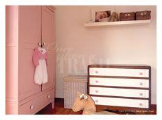 QUARTO DE BEBÉ CASCAIS * By Once Upon a Trash Armário antigo recuperado e pintado em cor de rosa pálido; Cómoda antiga recuperada e transformada nos tons do quarto.