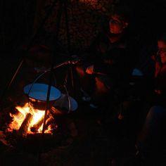 God jul derude!  Lillejuleaften med risengrød over bål og gløgg.  Det skal vi gøre igen! #lillejuleaften #jul #chrismas #campfire #bål #bålmad #baghaven #kolding #eventyretstarteridinbaghave #eventyr