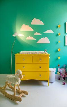 Estes são aqueles que na minha opinião devem aguçar os sentidos das crianças.  A sensação de um espaço lúdico é imediatamente associada ao uso da cor.