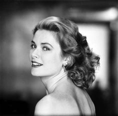 Remembering  Grace Kelly  on her birthday (12 November 1929 - 14 September 1982) Glamour Hollywoodien, Old Hollywood Glamour, Vintage Hollywood, Classic Hollywood, Hollywood Magazine, Grace Kelly Mode, Grace Kelly Style, Grace Kelly Films, Classic Beauty