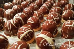 Czech Recipes, Christmas Baking, Caramel Apples, Food And Drink, Candy, Sweets, Christmas Cookies, Candy Bars, Chocolates