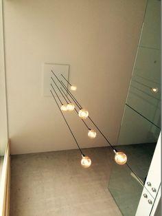 lamp vide loft Mechanical Design, Atrium, Mixing Prints, Home Interior Design, Track Lighting, Pendant Lighting, Gallery Wall, New Homes, Loft