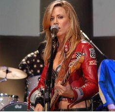 Listen to every Sheryl Crow track @ Iomoio Much Music, Her Music, Female Guitarist, Female Singers, Lita Ford, Sheryl Crow, Women Of Rock, Rocker Chick, Guitar Girl