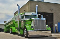 Bill Rethwich's 2013 Peterbilt 389 and matching Polar tanker on display at the PDI Dyno Even and Truck Show Pride & Polish.