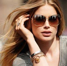 2014 new Ray Ban sunglasses hot sale online with high quality,the best place for your order in here,save more money! Buy Sunglasses Online, Ray Ban Sunglasses Outlet, Oakley Sunglasses, Sunglasses Store, Money Girl, Elegantes Outfit, Doutzen Kroes, Glamour, Tiffany And Co