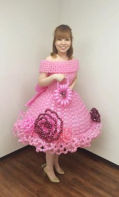 75 Bizarre Ball Gowns - From Fornication Safety Fashion to Charitable Needle Dresses Crazy Dresses, Crazy Outfits, Balloons Galore, Balloon Pictures, Choli Dress, Hallowen Costume, Recycled Dress, Baby Dress Design, Balloon Dress