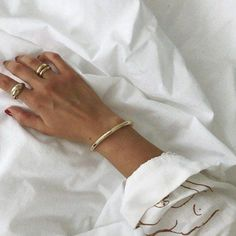 The sterling silver bracelets have actually been extremely popular among ladies. These bracelets are offered in various shapes, sizes and designs. Gold Jewelry, Jewelry Box, Jewelry Watches, Jewelry Accessories, Fashion Accessories, Jewelry Design, Fashion Jewelry, Jewelry Drawer, Jewelry Model