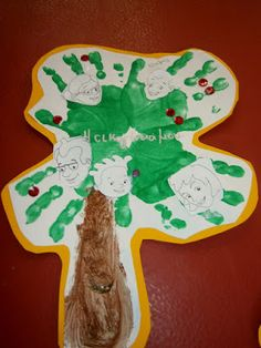 Προσχολική Παρεούλα : Παρουσιάζω την δική μου οικογένεια .. Herve, Dinosaur Stuffed Animal, Christmas Ornaments, Toys, Holiday Decor, Blog, Crafts, Chinese, Education