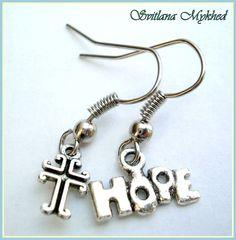 Boucles d'oreilles `Hope`. Métal argenté : Boucles d'oreille par perles-et-couronnes