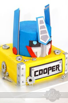Great inspiration for your child's Transformers birthday cake!