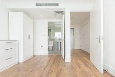 EN-SUITE. #appleapartments #servicedapartments #limehouse #ldn #luxurylondon #luxlondon #art #property #luxbedroom #modern #neutral #design #architect #beautiful #interior #love #ensuite
