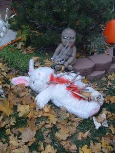 So, its Easter. who is building Halloween props? – Halloween Forum So, its Easter. who is building Halloween props? Halloween Zombie, Halloween Outside, Halloween Forum, Halloween Doll, Outdoor Halloween, Holidays Halloween, Halloween Flowers, Halloween 2018, Halloween Stuff