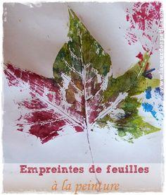 Un bricolage d'automne classique mais tellement simple et joli : les empreintes de feuilles à la peinture ! Une activité peinture dès 2 ans