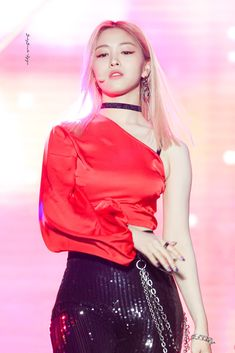 Image shared by 𝓫𝓵𝓸𝓸𝓶𝓲𝓷𝓰. Find images and videos about itzy on We Heart It - the app to get lost in what you love. Kpop Girl Groups, Korean Girl Groups, Kpop Girls, Get Skinny Legs, Popular Music, Kpop Fashion, New Girl, Girls Generation, K Idols