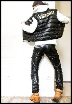 Men in hot boots or cool leather and some piercing : Photo