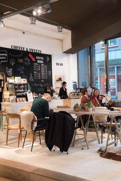 COLLECTIV | Deze conceptstore is een winkel en koffie hotspot in een. Hier kun je terecht voor bijzondere woonaccessoires, tassen, kleding en nog veel meer. Shoppen, koffie en de heerlijkste taartjes wat wil je nog meer?! | Prinsestraat 5a in Den Haag. The Hague, Urban Farming, Shop Interiors, Delft, Hostel, Rotterdam, Restaurant Bar, Places To Go, Around The Worlds
