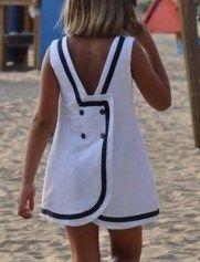 Patrón de vestido de niña cruzado y botones en la espalda – Patrones gratis – Fashion Trends 2020 Modadiaria 每日时尚趋势 2020 时尚 Fashion Kids, Little Girl Fashion, Little Dresses, Little Girl Dresses, Girls Dresses, Summer Dresses, Toddler Dress, Toddler Outfits, Kids Outfits